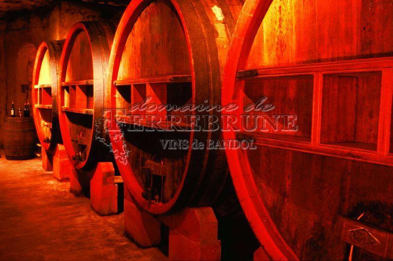 http://www.vin-bandol-terrebrune.fr/photos/cave-bandol-05.jpg